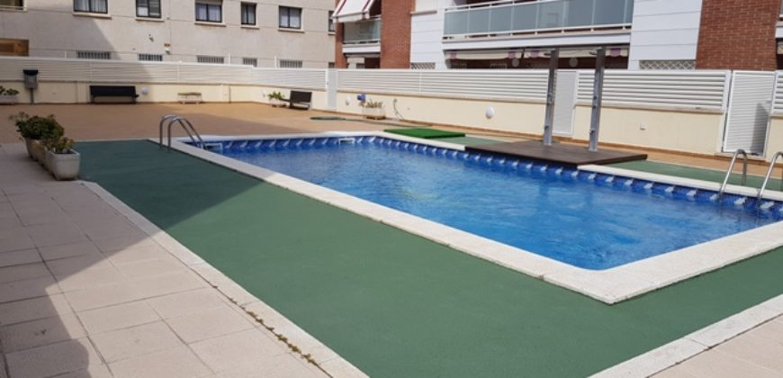Apartament frontal al mar amb piscina